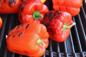 Ajvar Rezept-Ajvar selber machen-Paprika anrösten-die-frau-am-grill-de-web