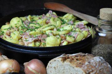 Bauernfrühstück - die frau am grill