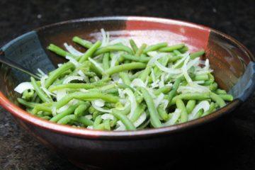 Bohnensalat Rezept-Marinade-Salat Dressing-die frau am grill-beitragsbild-web