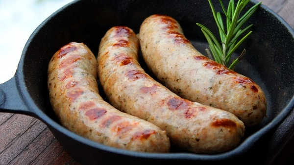 Bratwurst selber machen-selber Wursten-Rezept Batwurst-Bratwurst grillen-Die Frau am grill-Anja Auer-Video Rezept-web