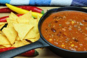 Chili con Carne Rezept-Dutch Oven-Die Frau am Grill-web