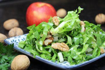 Endiviensalat Rezept mit Walnüssen und Apfel - die frau am grill
