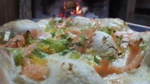 Flammkuchen-lachs-zwiebeln-die frau am grill-art of bbq-rezept-teig