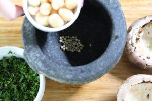 Gefüllte Champignons-Mörser-die frau am grill-web