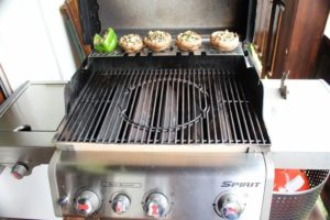Gefüllte Champignons-indirekte hitze-die frau am grill-web