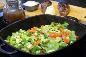 Gemüse andünsten - die frau am grill