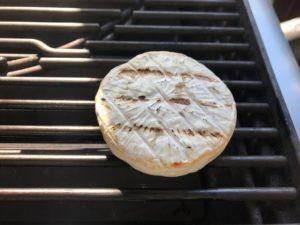 Grillkäse Test-Aldi-BBQ Zeit zum Grillen-Die Frau am Grill-web