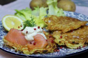 Grundrezept Kartoffelpuffer – mit Raeucherlachs und Meerrettichsahne - Die Frau am Grill