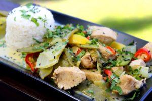 Hähnchen Curry mit Reis und Gemüse - die frau am grill