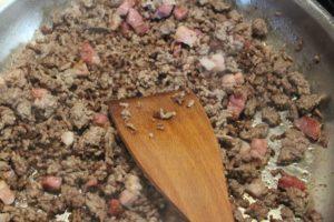 Hackfleisch Füllung von Zucchini anbraten (1)