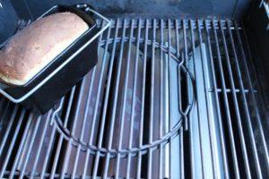 Kartoffelbrot-grill-Rezept-die frau am grill-web