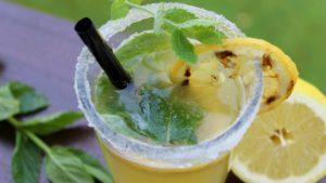 Limonade vom Grill - die frau am grill