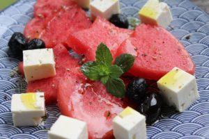 Melone in Herzform und Sternform ausgestochen