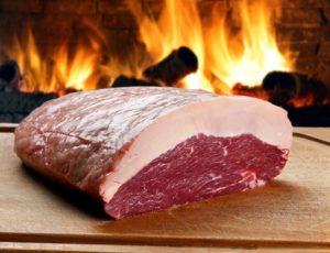 Picanha Rezept-Picanha roh-deposit-die frau am grill