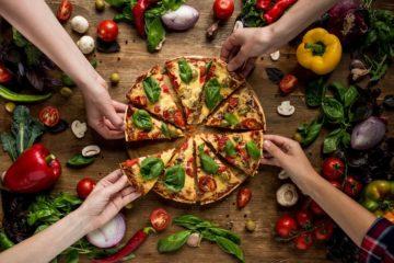 Pizza Rezept-Beitragsbild-Deposit-die frau am grill-web