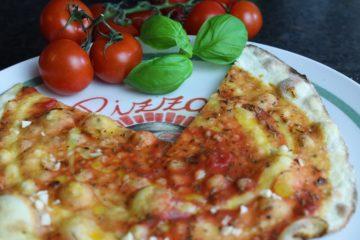 Pizzabrot-Beitragsbild-die frau am grill-rezept-web