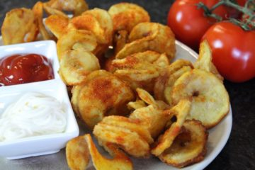 Pommes Chips - die frau am grill