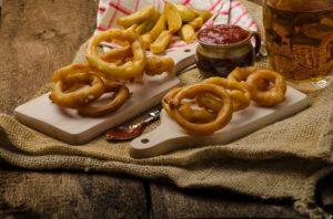 Pommes Frites und Zwiebelringe - Depositphotos_64024223_xl-2015