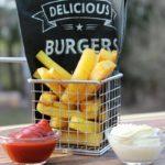 Pommes selber machen-Rezept-Die frau am Grill-Pommeskorb-ketchup-mayonnaise-beitragsbild-web