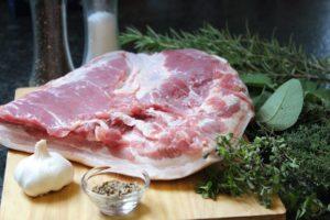 Porchetta Zutaten - die frau am grill