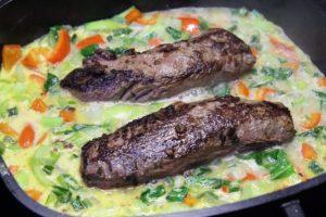 Rehrücken im Gemüse garen - die frau am grill