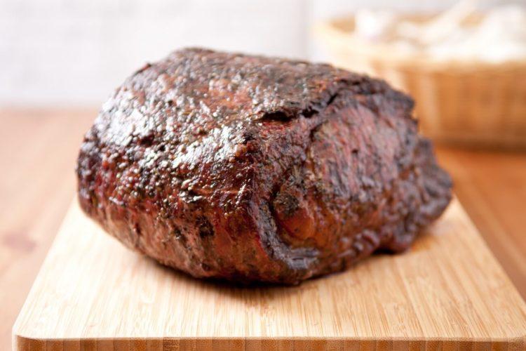Roastbeef grillen im Stück - Depositphotos - die frau am grill