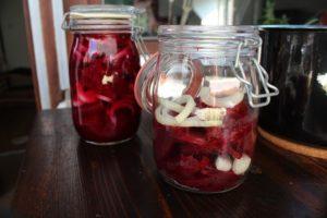 Rote Bete in Glas schichten - die frau am grill
