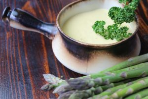 Sauce Hollandaise-grüner Spargel-Rezept