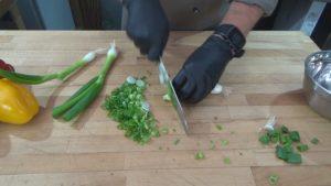 Spaghettisalat-klein schneiden-Jan Hendrick Grant-die frau am grill-web