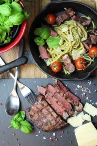 Steak Pasta Bild hochkant - die frau am grill