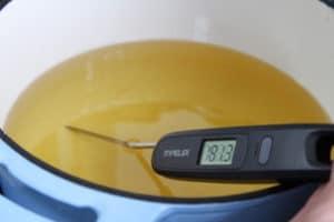 Temperatur fürs Corn Dogs frittieren messen