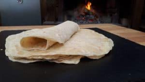 Wrap Teig-art of bbq-die frau am grill