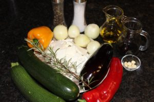 Zucchini Auflauf-Die Frau am Grill-Zutaten-Rezept-web