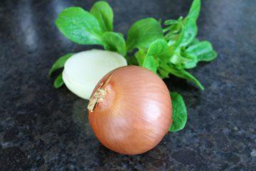 Zwiebeln entschaerfen Trick - die frau am grill