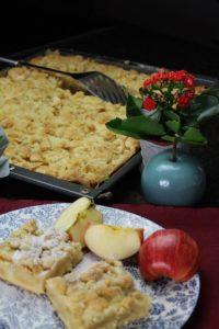 apfelkuchen vom blech hochkant - die frau am grill