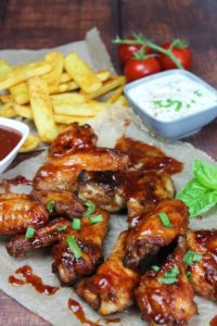 chicken wings grillen - gasgrill - die frau am grill