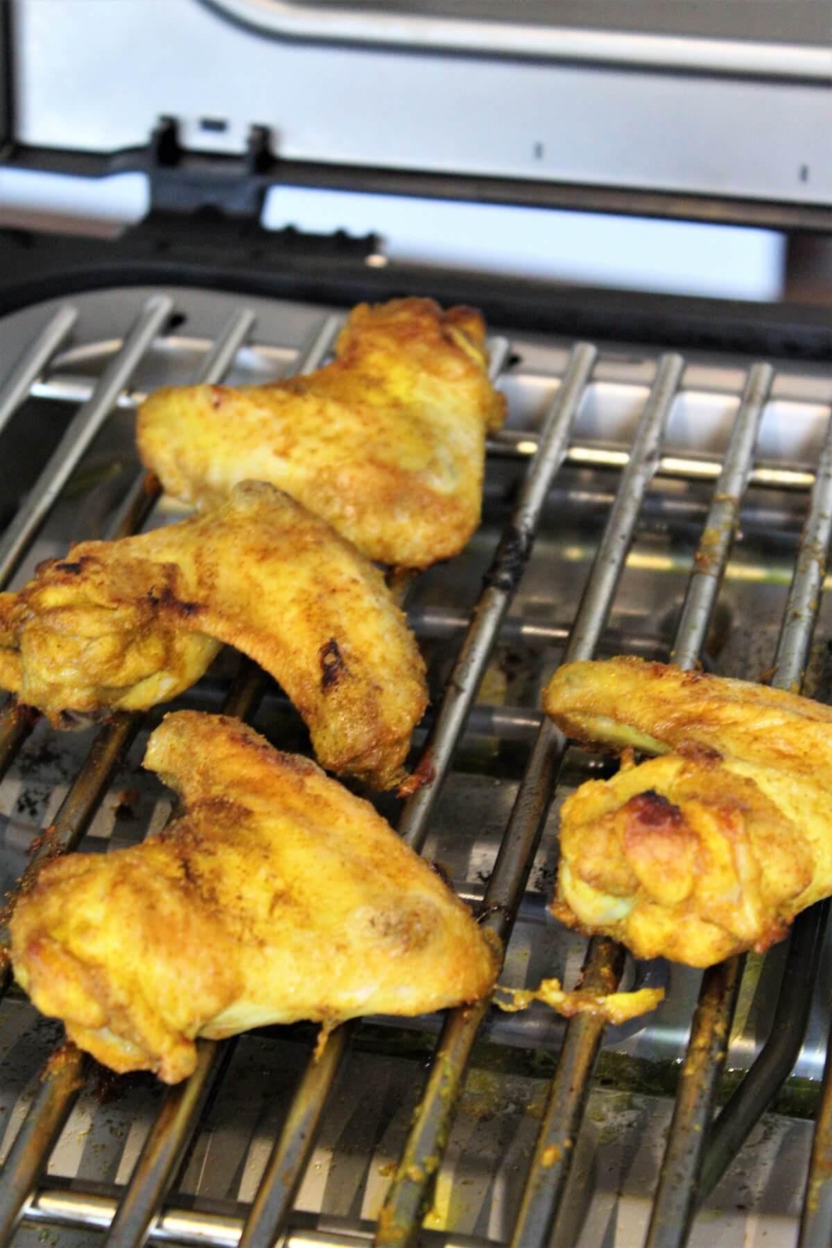 chicken wings in curry marinade auf dem elektrogrill