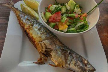 Makrele grillen - auf Teller