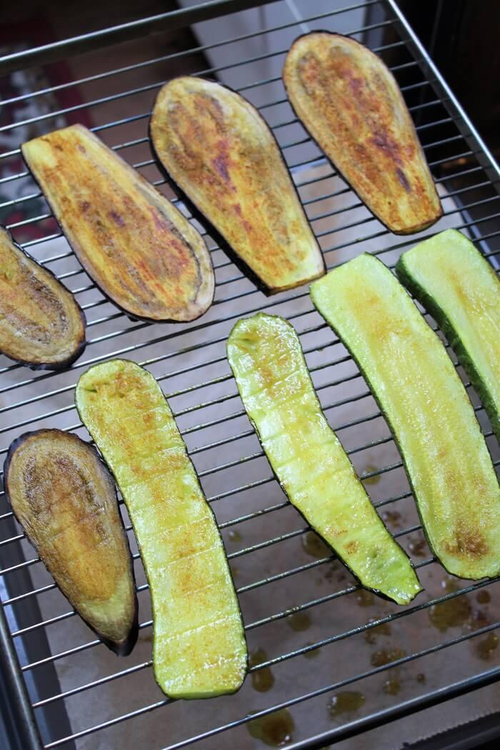 gegrillte zucchini und auberginen aus dem backofen - die frau am grill
