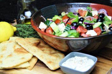 griechischer salat rezept - die frau am grill
