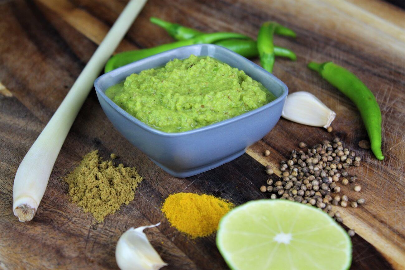gruene currypaste selber machen - rezept - die frau am grill