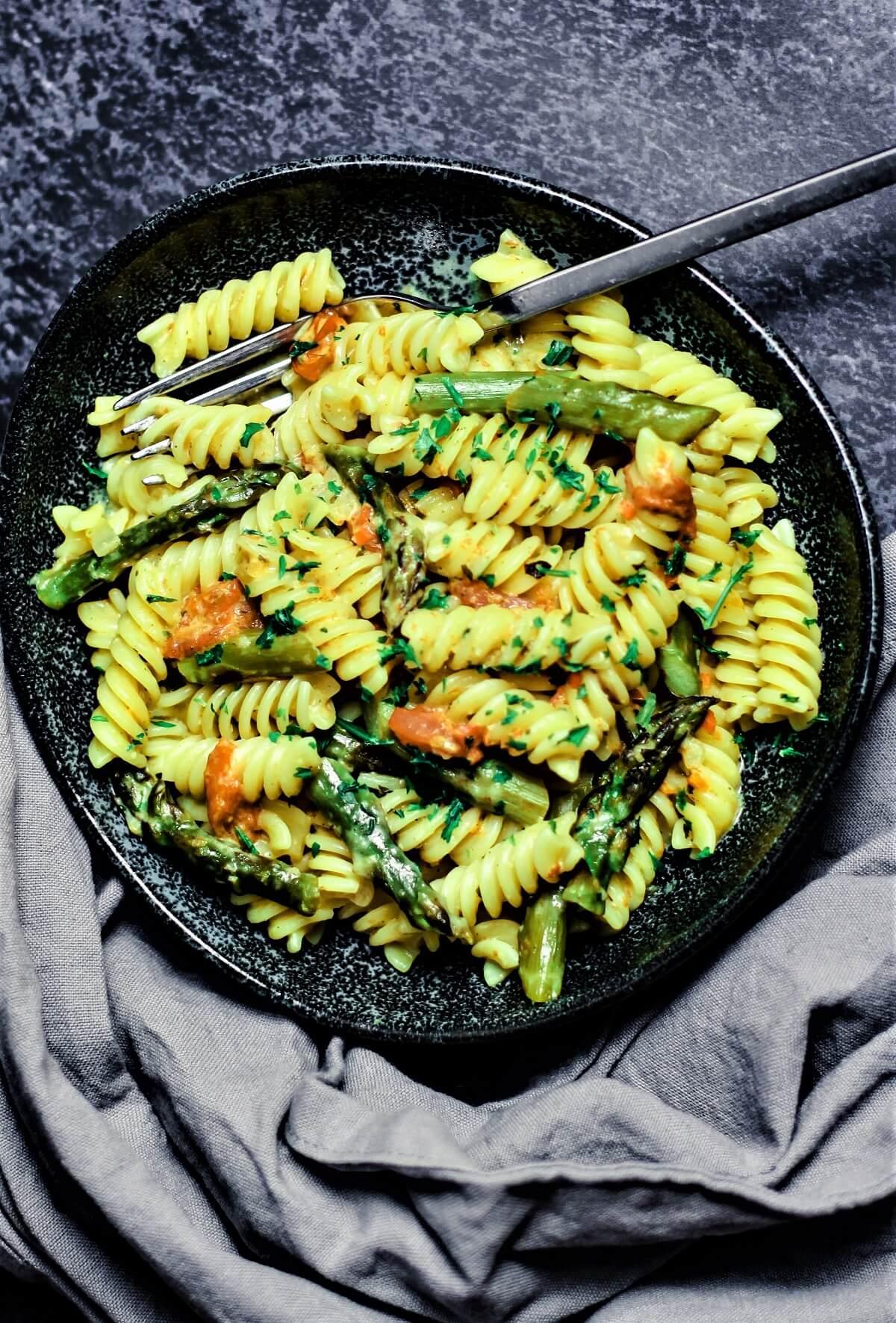 gruener spargel mit nudeln - rezept