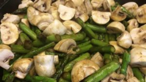 gruener spargel salat rezept - die frau am grill