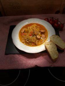 sauerkrautsuppe hochkant 2 - michael korsikowski - die frau am grill