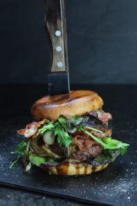 smashed burger hochkant - die frau am grill