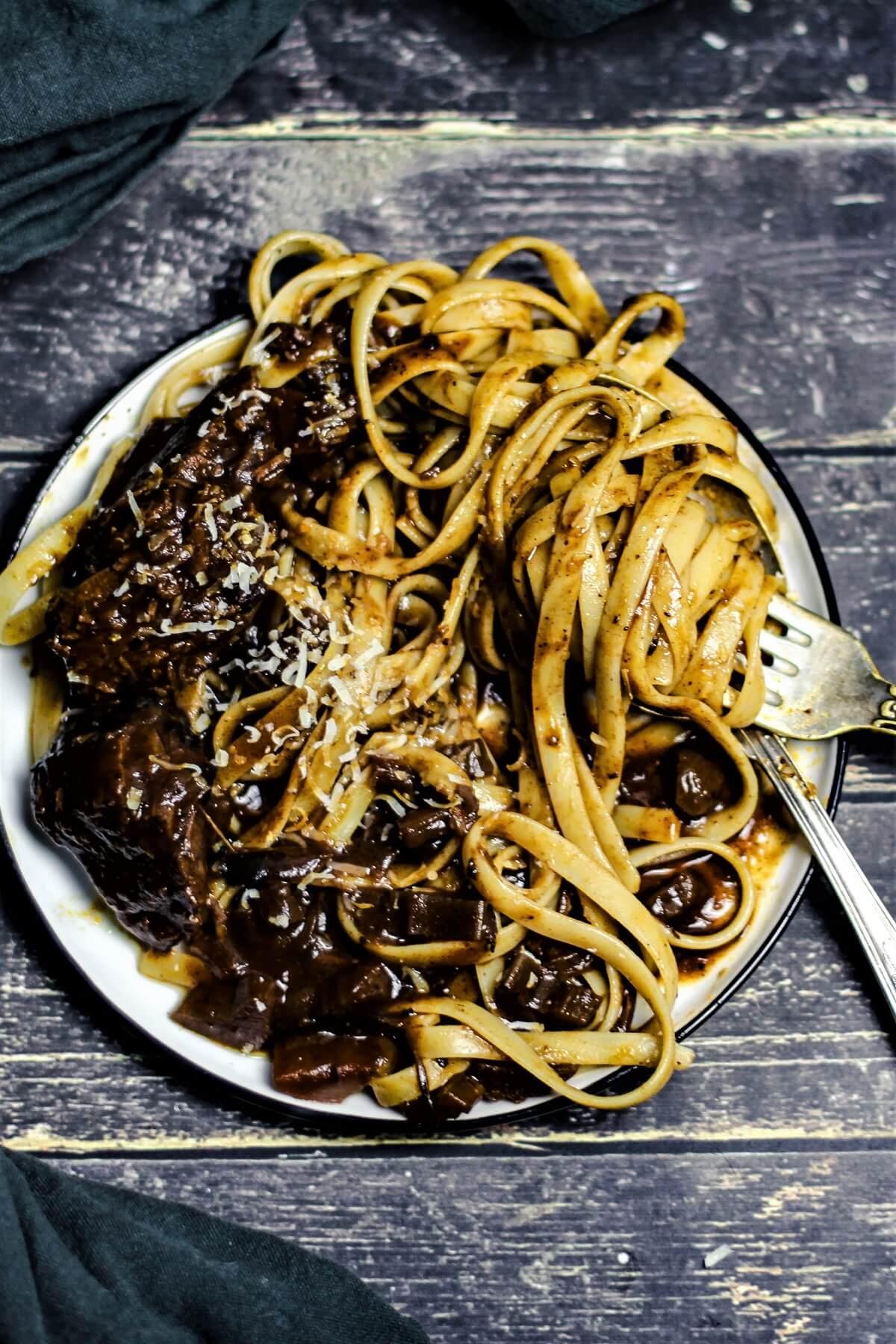 stracotto di manzo mit pasta