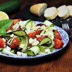 zucchinisalat mit feta - die frau am grill