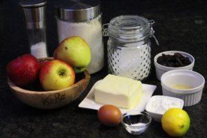 zutaten für den apfelkuchen mit gitter - die frau am grill